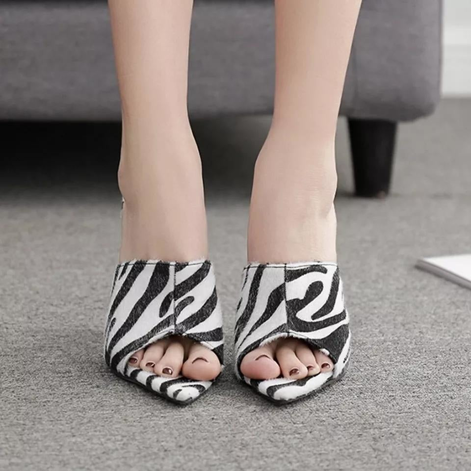 MOVING ON SANDALS - ZEBRA