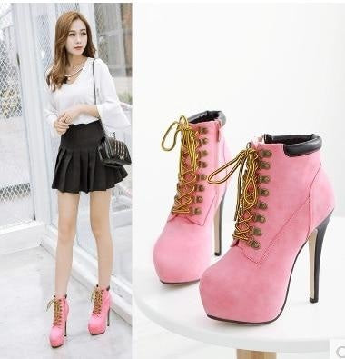 THE GIRLY CONSTRUCTION BOOTS