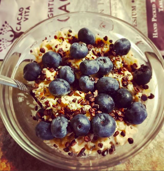 Cacao Nibs, Oatmeal, Blueberries