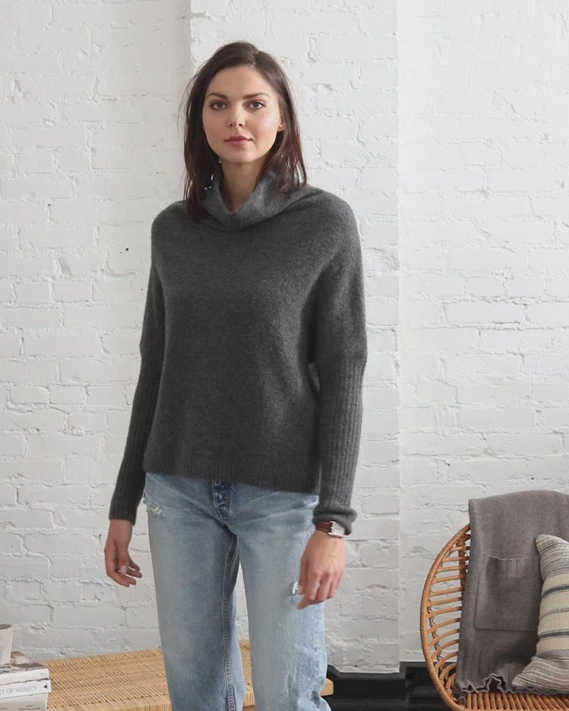 Load and play video in Gallery viewer, Abigail Cloud Cashmere Pullover