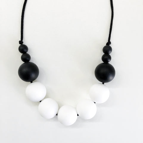 Tyger Alexis silicone teething necklace - b+w color block