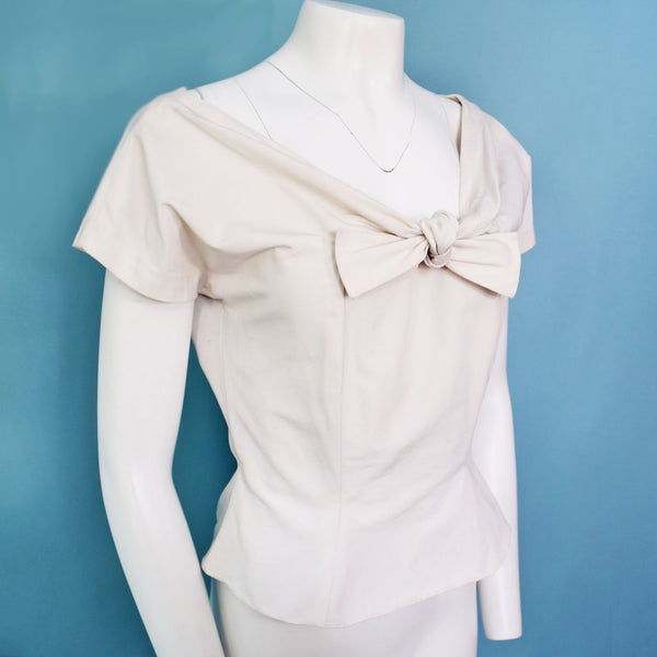 1950s White Scoop Neckline Top