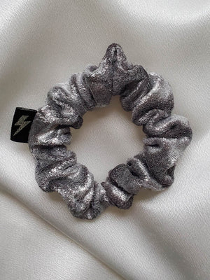 I'M WITH THE BAND . MINI METALLIC VELVET SCRUNCHIE