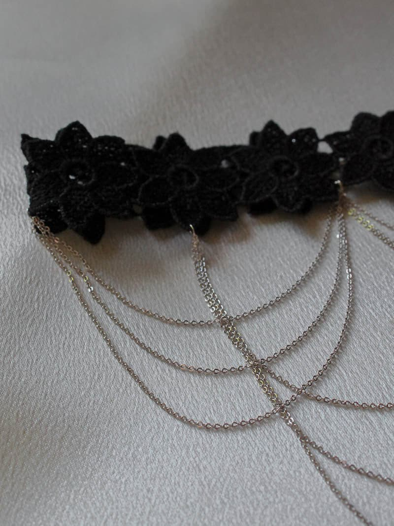 8 OTHER REASONS . MOULIN CHOKER