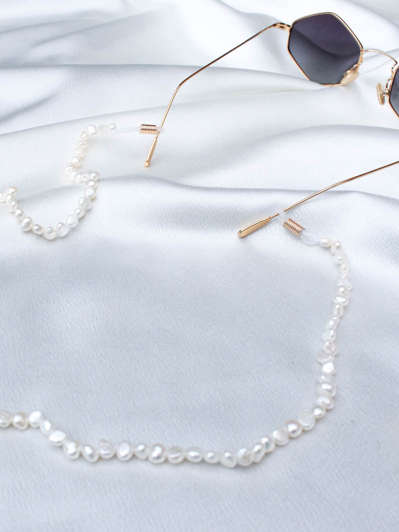 PETIT MOMENTS . PEARL SUNGLASS CHAIN