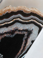 The Casery Black and Gold Agate Case Detail