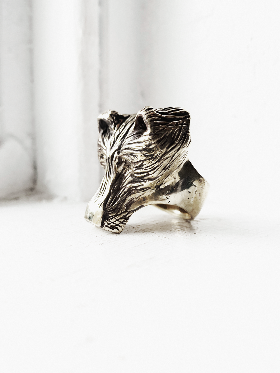 GRIZZLY BEAR DUSTER RING WITH SILVER SAPPHIRES