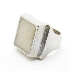 WHITE SANDS EARTH SIGNET RING