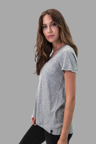 Charlotte Tee in Gray