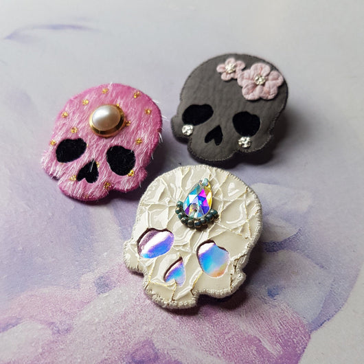 MYSTERY SKULL Lucky Dip Brooch - Triangle of Bears