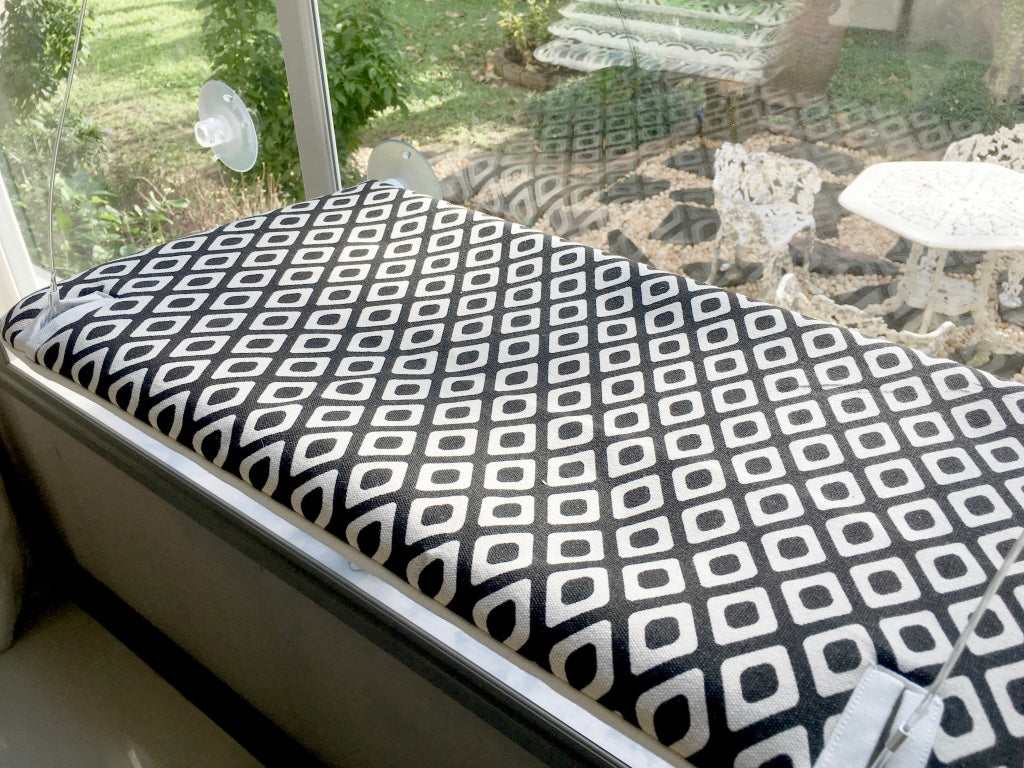 NEW & IMPROVED - Monochrome Aztec Spots Sunny Seat