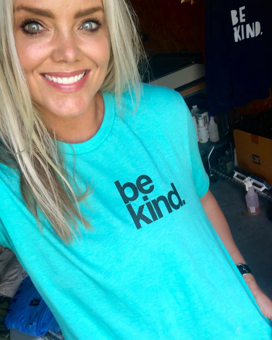 BE KIND. POCKET - UNISEX TEE - SEA GREEN