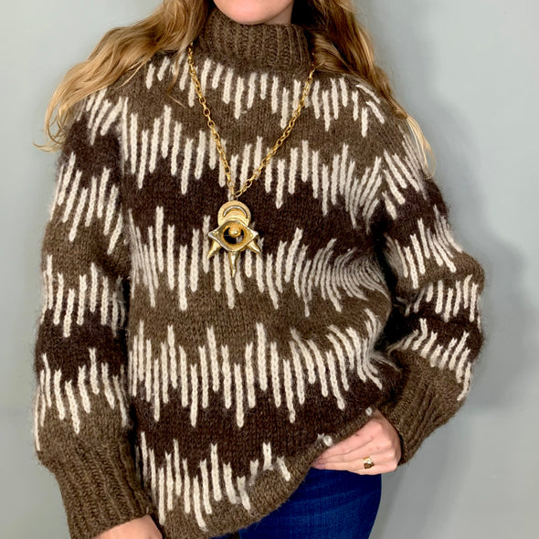 Dana, graphic brown knit