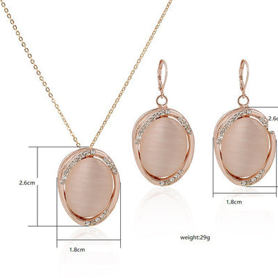 Sukkhi Resplendent Oval Artificial Stone Gold Plated Pendant Set for Women
