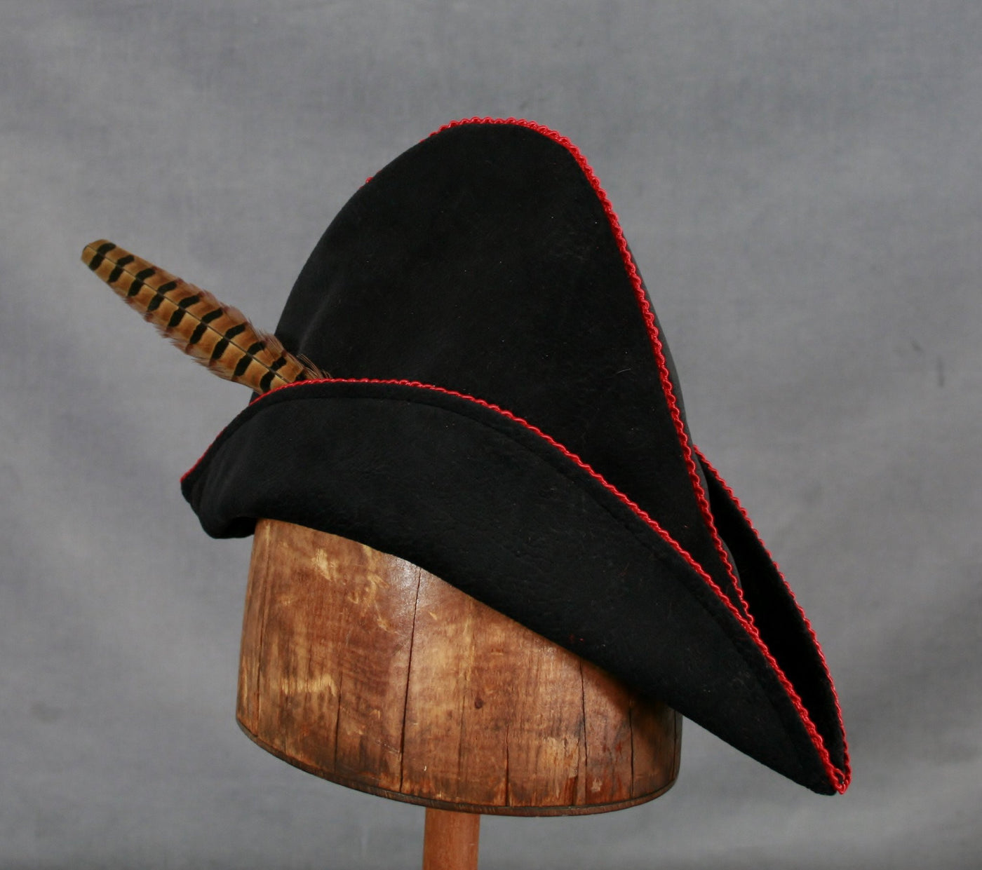 Robin Hood - Black / Red - Tall Toad