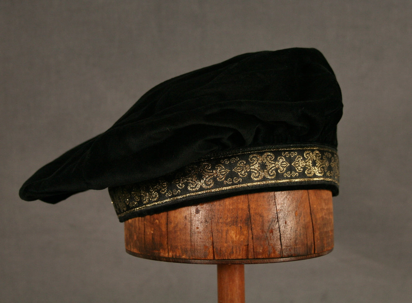 Cotton Velveteen Beret - Black / Black Gold - Tall Toad