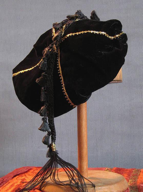 Tasseled Beret - Black / Gold - Tall Toad