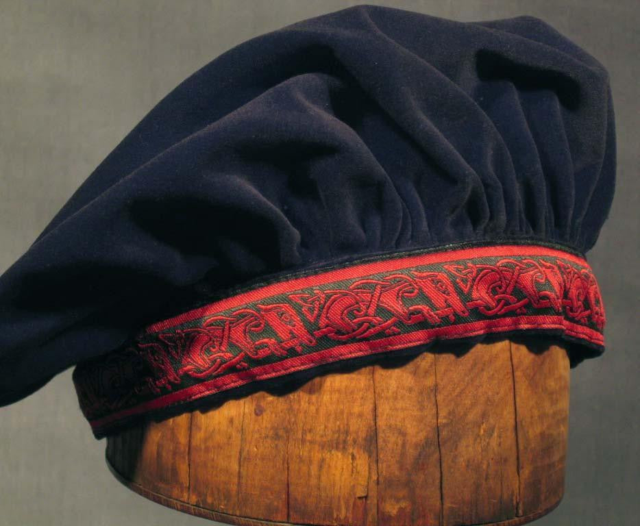 Cotton Velveteen Beret - Black / Red Running Dog - Tall Toad