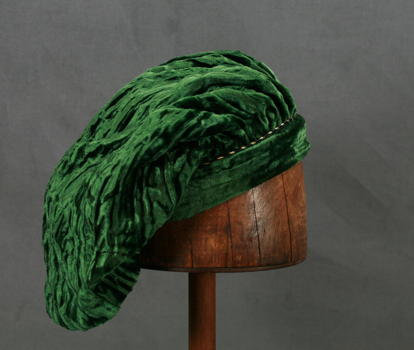 Crushed Velvet Beret - Green Long / Gold Trim - Tall Toad