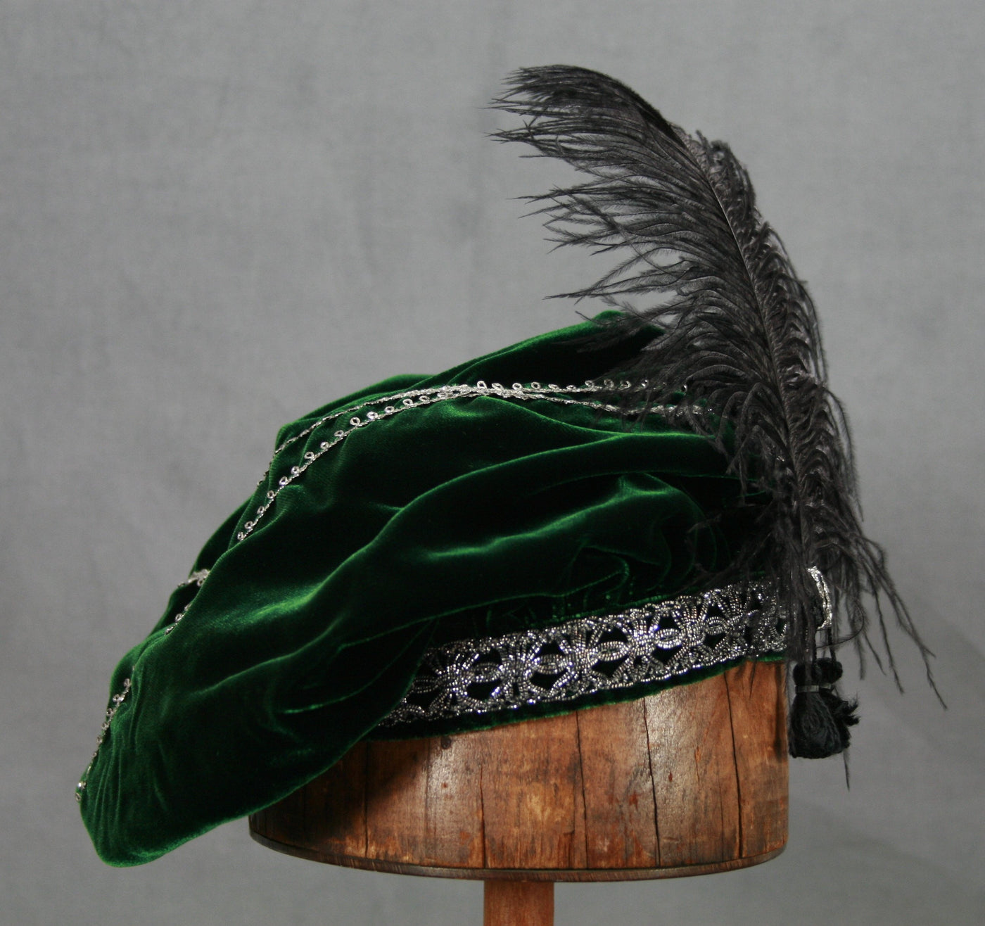 Feathered Beret - Green / Silver - Tall Toad