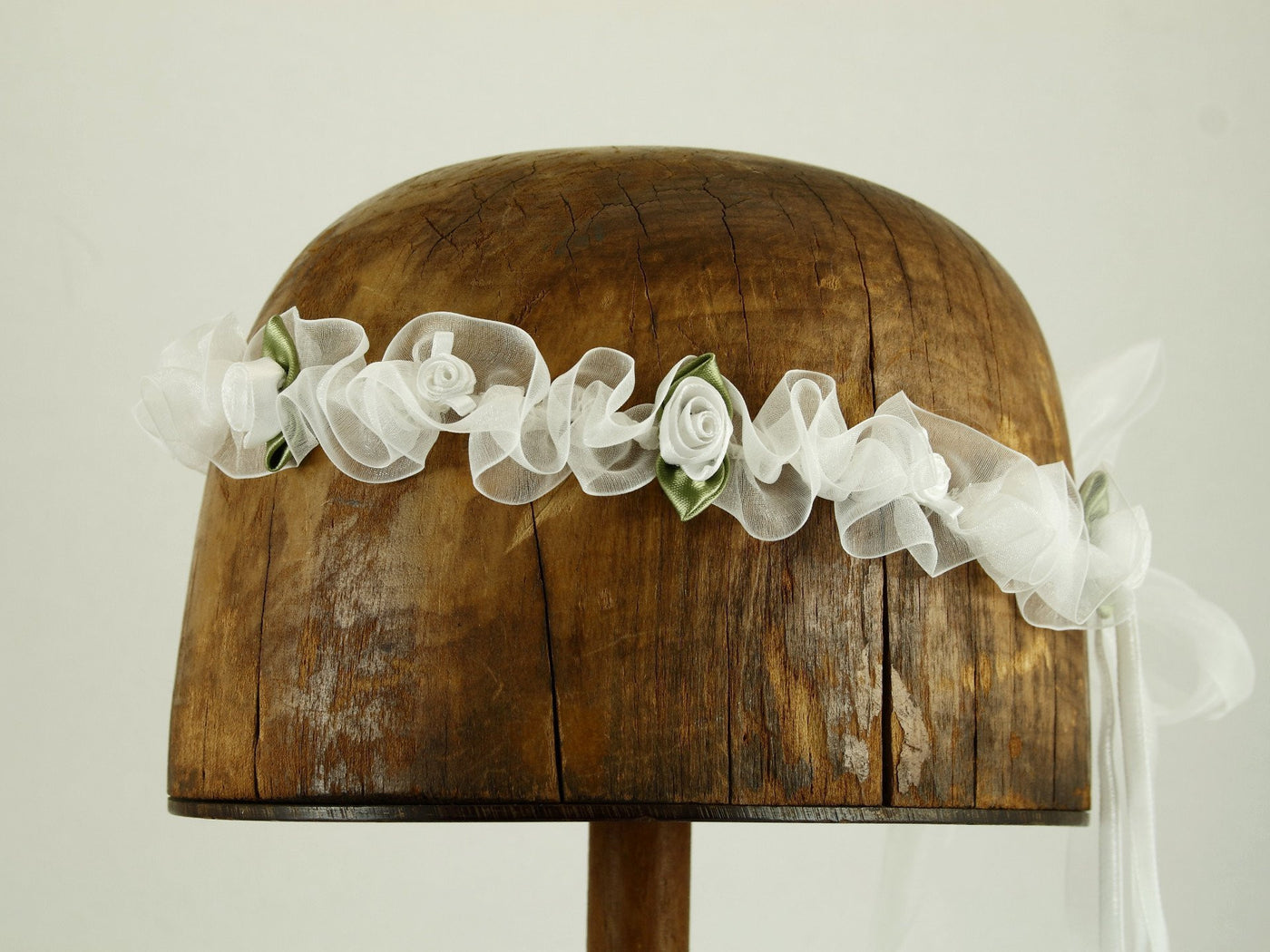 Isabella Ribbon Chapelet - White / White Flowers - Tall Toad