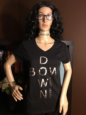 Bow Down To The Crown Juniors' Graphic V-Neck T-Shirt - Girls Love Stuff