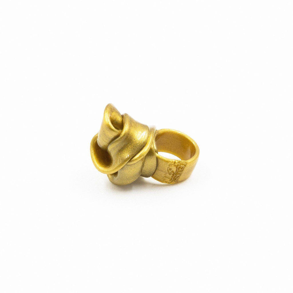 Bague en résine doré de Gaetano Pesce - Fish Design-The Woods Gallery