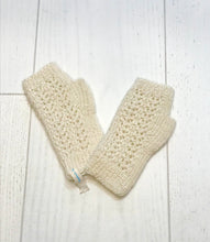 Load image into Gallery viewer, Gotland fingerless cream gloves