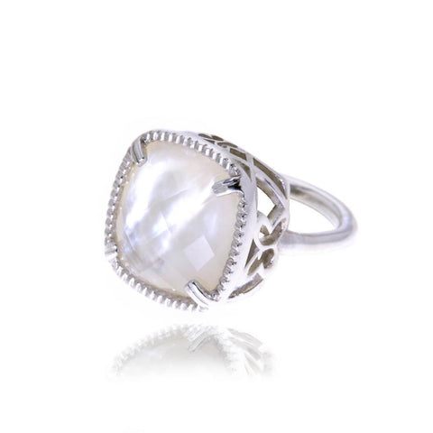 Boreal Silver Ring with White Mother Pearl