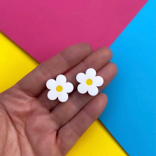 Daisy acrylic stud earrings
