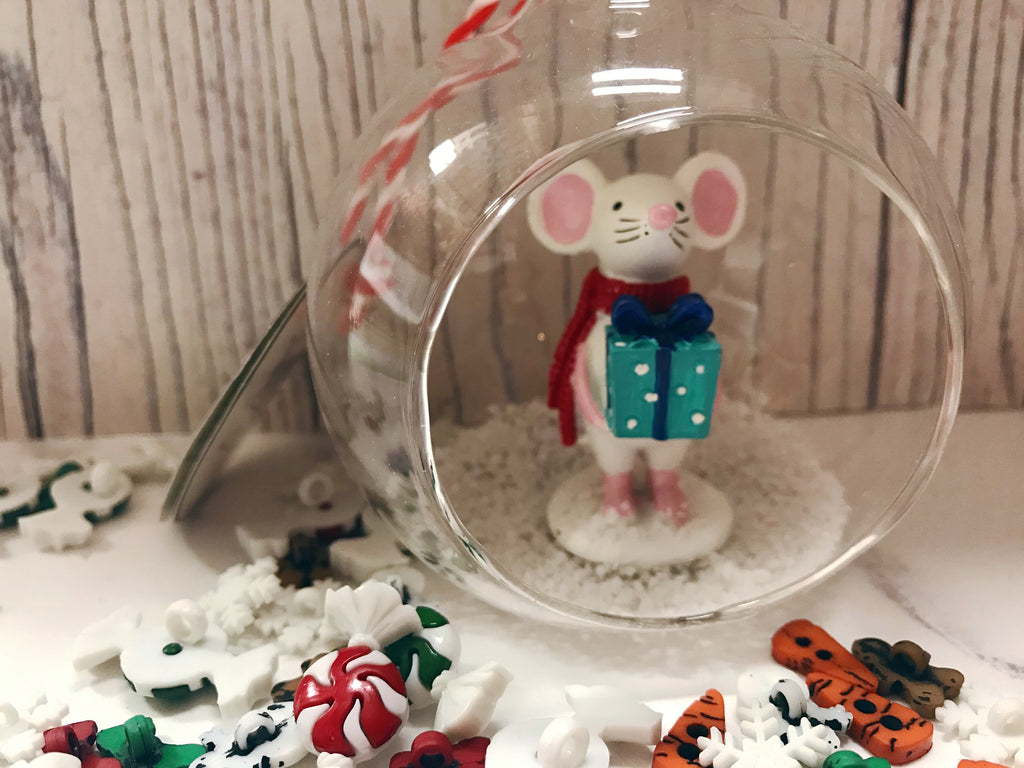 Mouse with present personalised bauble