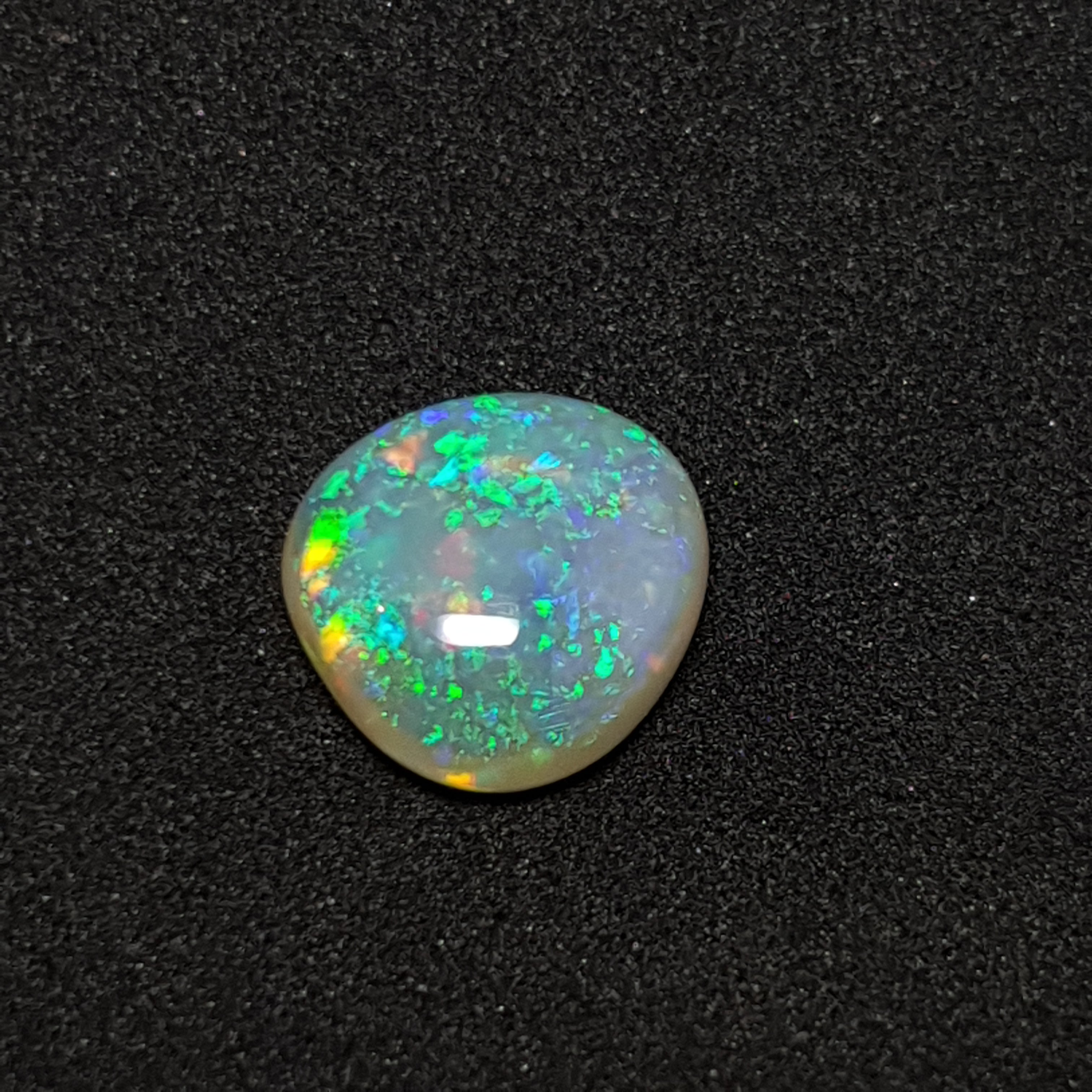 Polished 3.9ct Crystal Opal from Lightning Ridge 070A