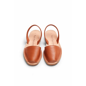Flat Menorquinas | Tan Leather - Petit Barcelona Avarcas