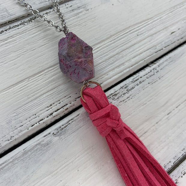 TASSEL NECKLACE - TIFFANIE      ||  PINK TASSEL WITH GEODE DECORATIVE BEAD