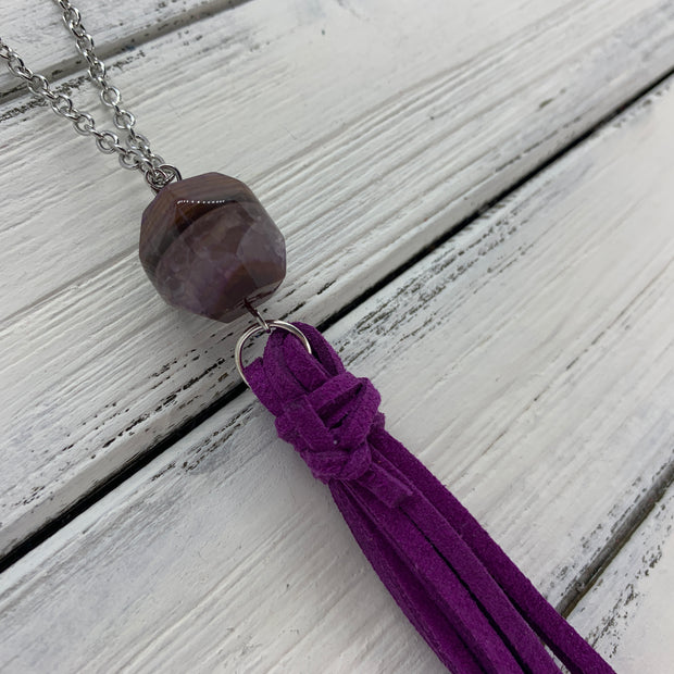 TASSEL NECKLACE - TIFFANIE      ||  BERRY PURPLE TASSEL WITH DECORATIVE BEAD