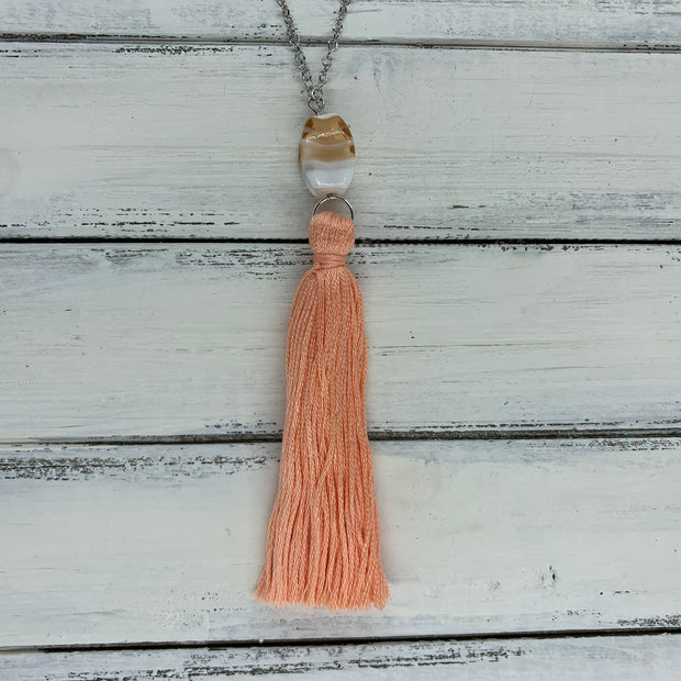 TASSEL NECKLACE - CAROLINA    ||  PEACH TASSEL WITH DECORATIVE BEAD