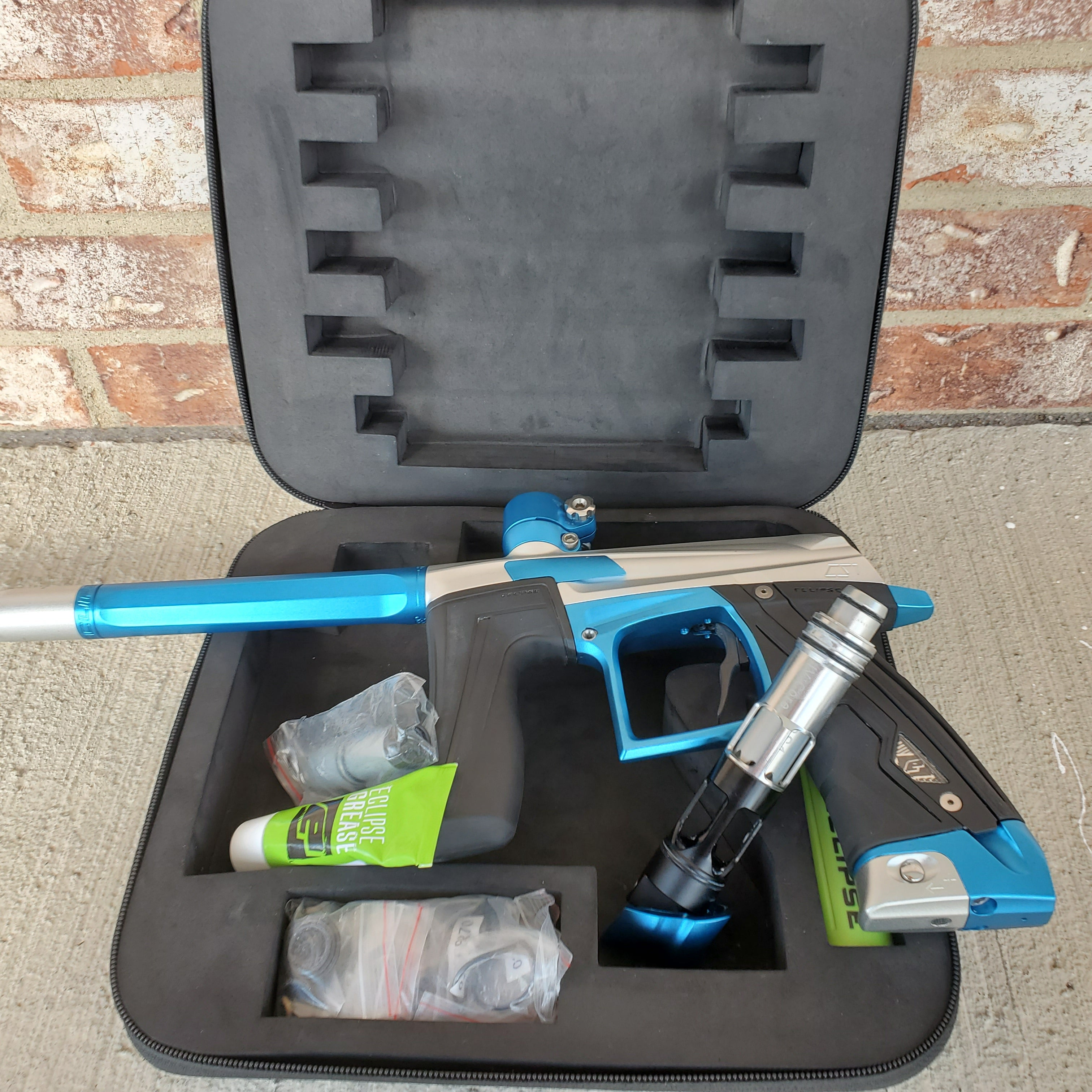 Used Planet Eclipse Cs1 Paintball Gun - Silver / Blue