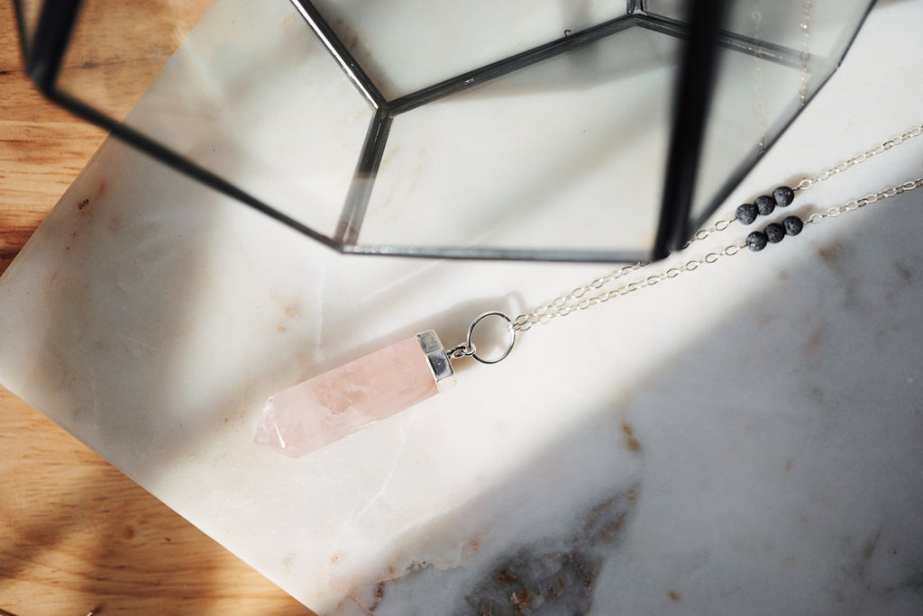 Rose Quartz Point Aromatherapy Necklace [S]