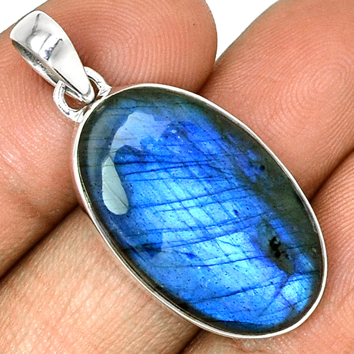 925 Sterling Silver Peacock Blue Labradorite Pendant - Gemwaith