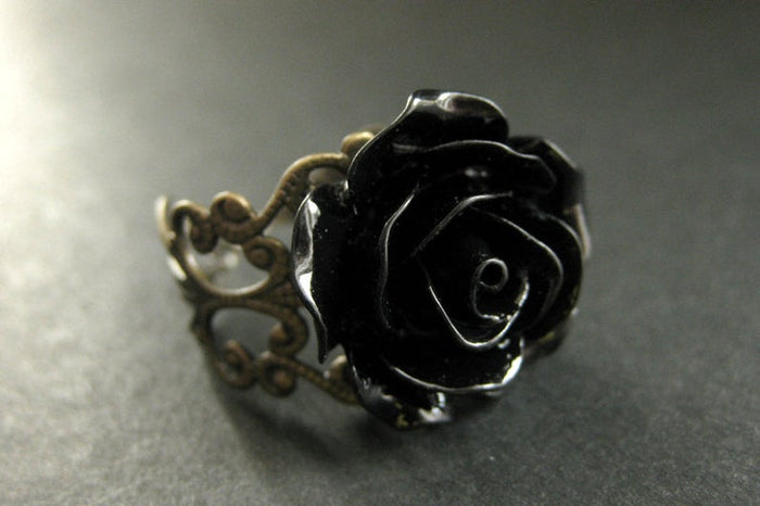 Black Rose Adjustable Filigree Ring - Gemwaith