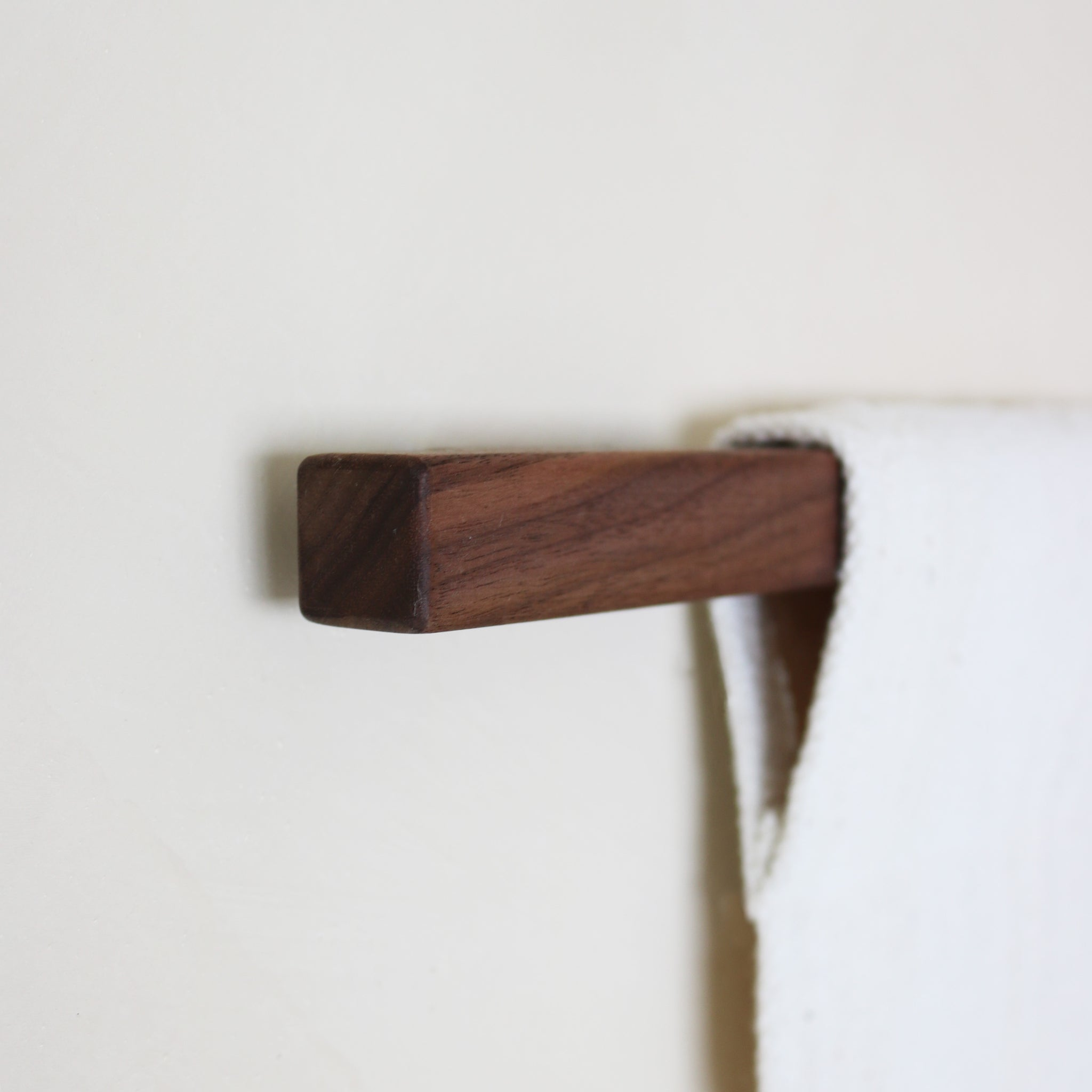 SIMPLE DOWEL - walnut