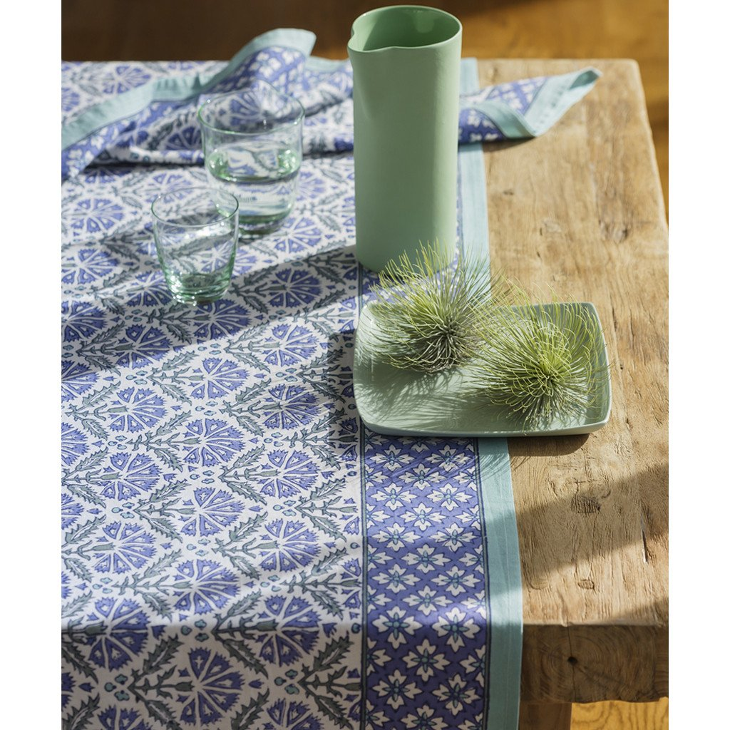 Thistle Flower Grand Table Cloth