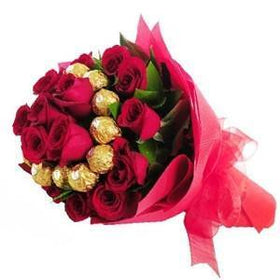 18 Romantique Hot Red With Chocolate Hand Bouquet