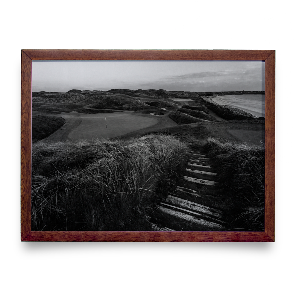 Golf Art - Black Rocks Beauty Giclée Print (Walnut Wood Frame)