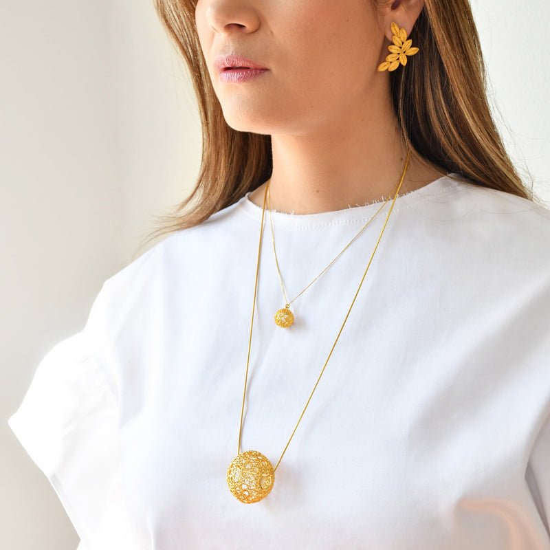 LUCRECIA LARGE SPHERE LONG NECKLACE FILIGREE SILVER & GOLD - Olmox
