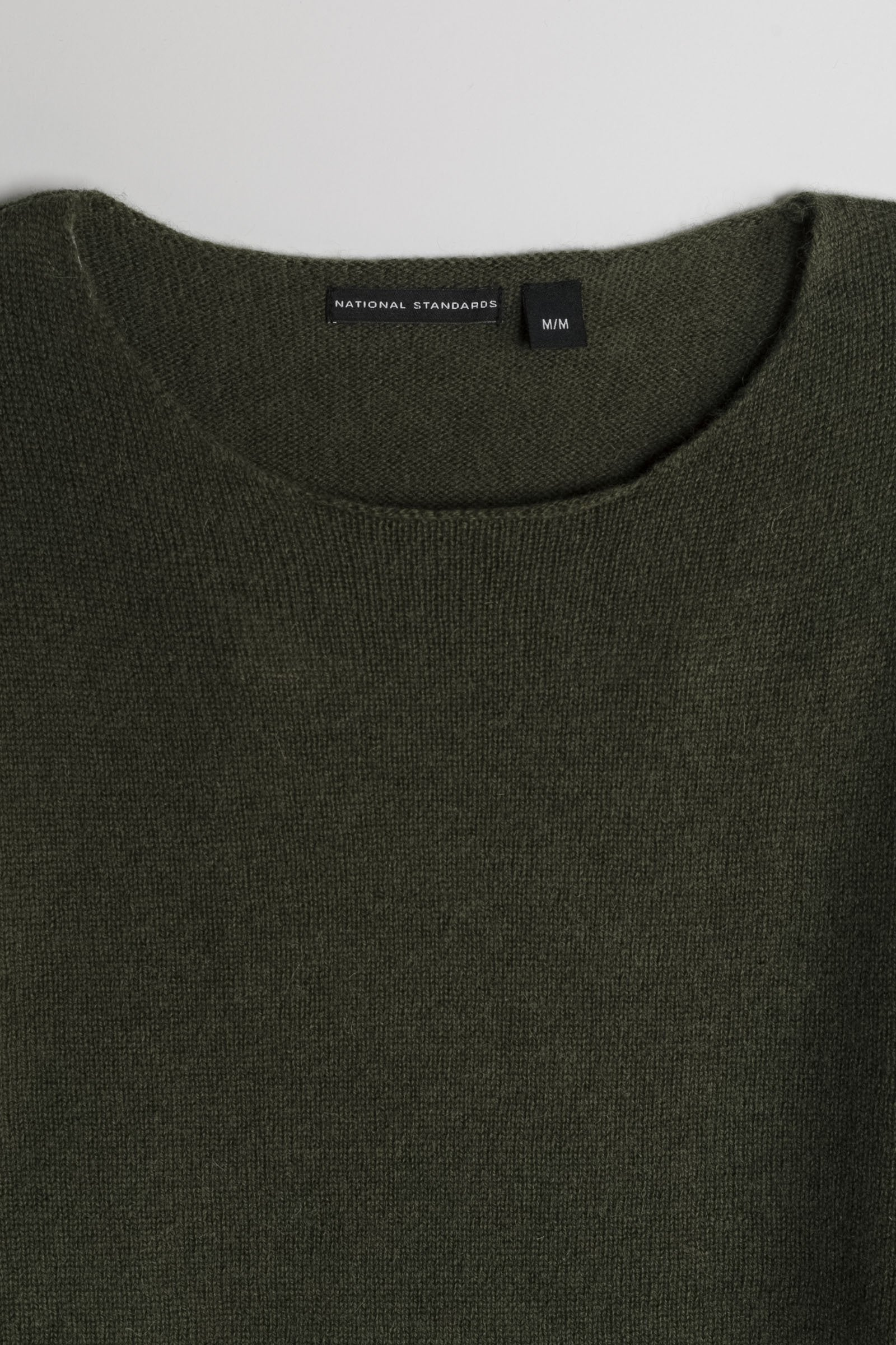 Lambswool Wide Neck in Army Green 02