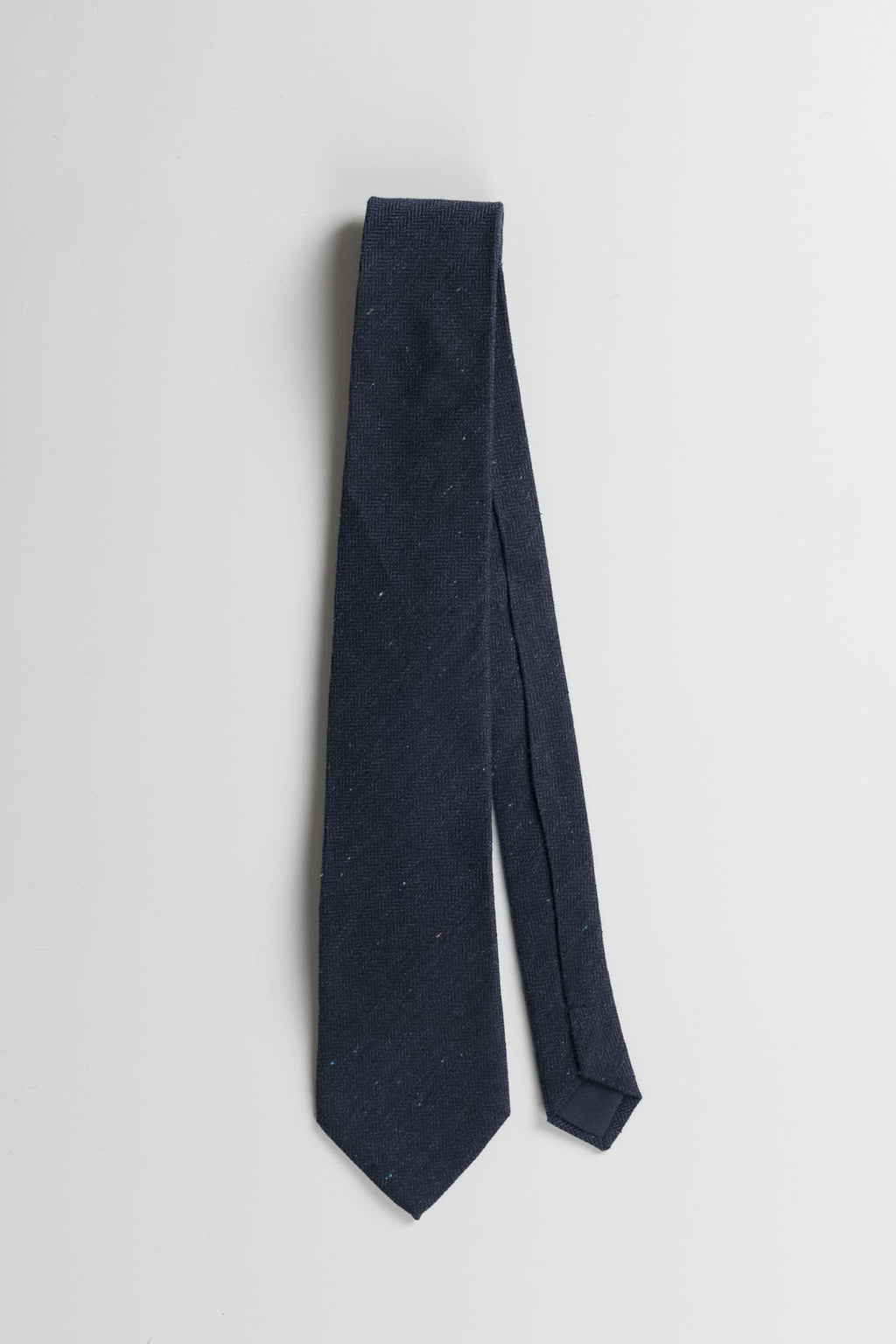Silk Herringbone Tie in Navy