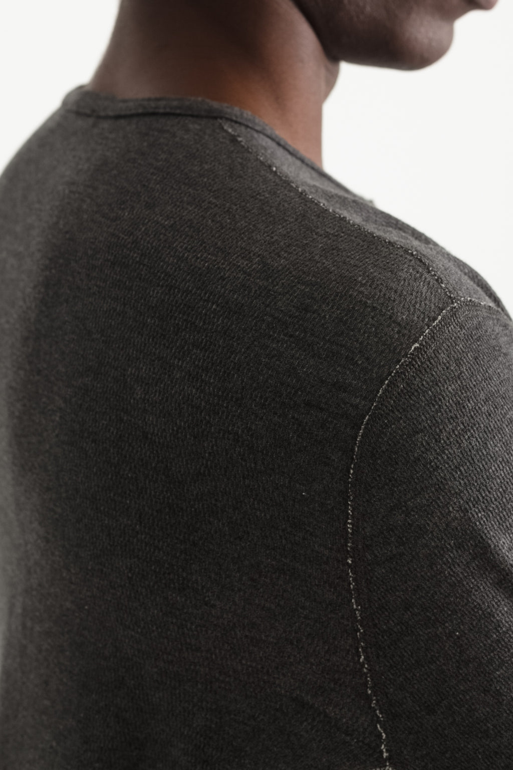 mesh thermal henley in melange charcoal 02