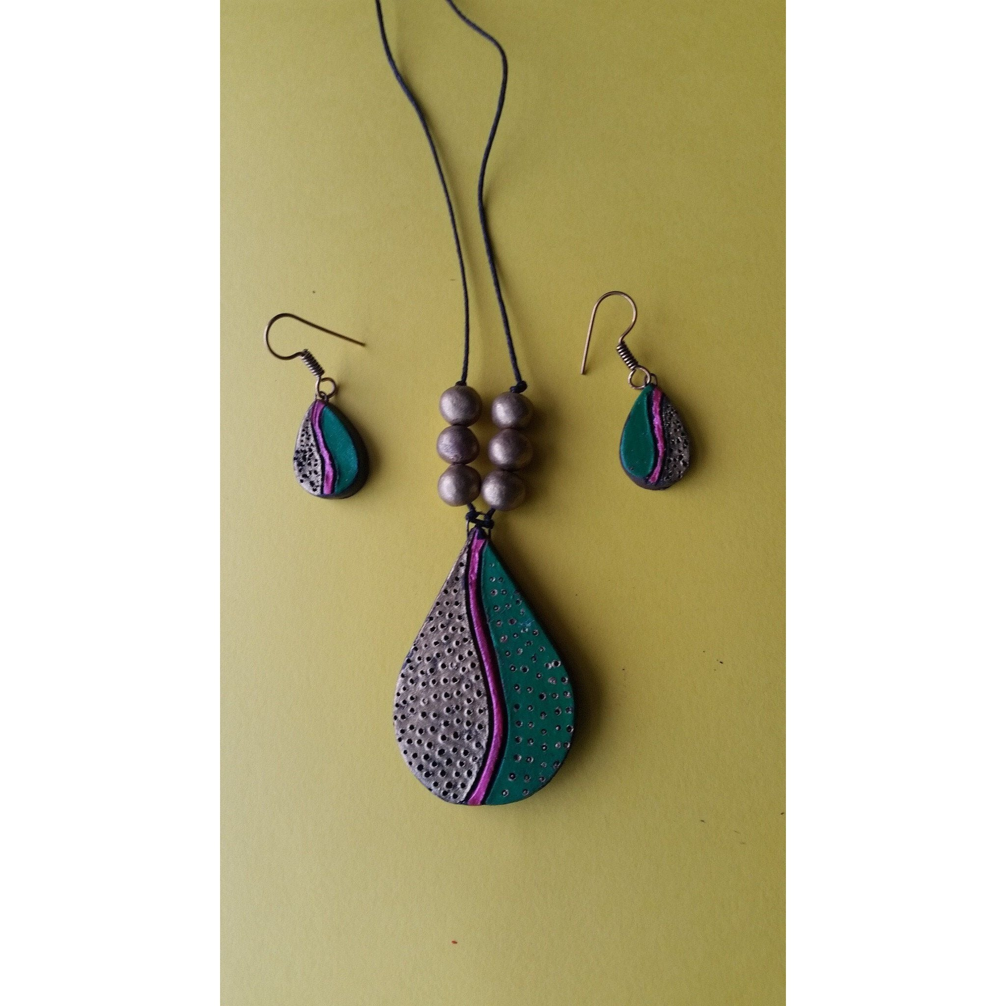 Handmade Terracotta Pendant Chain Set Green and Red