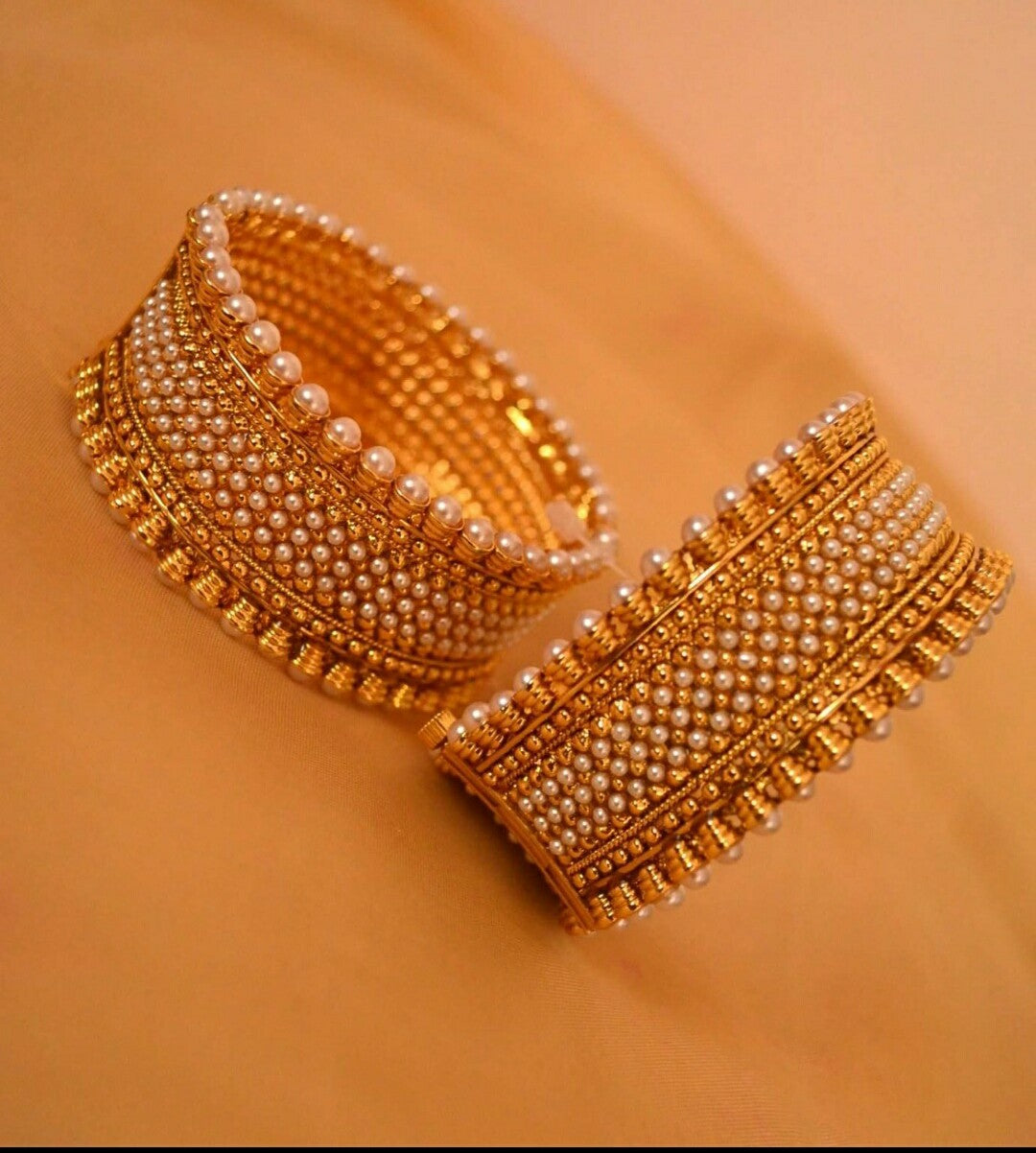 Screw type Bangles with bead peatls